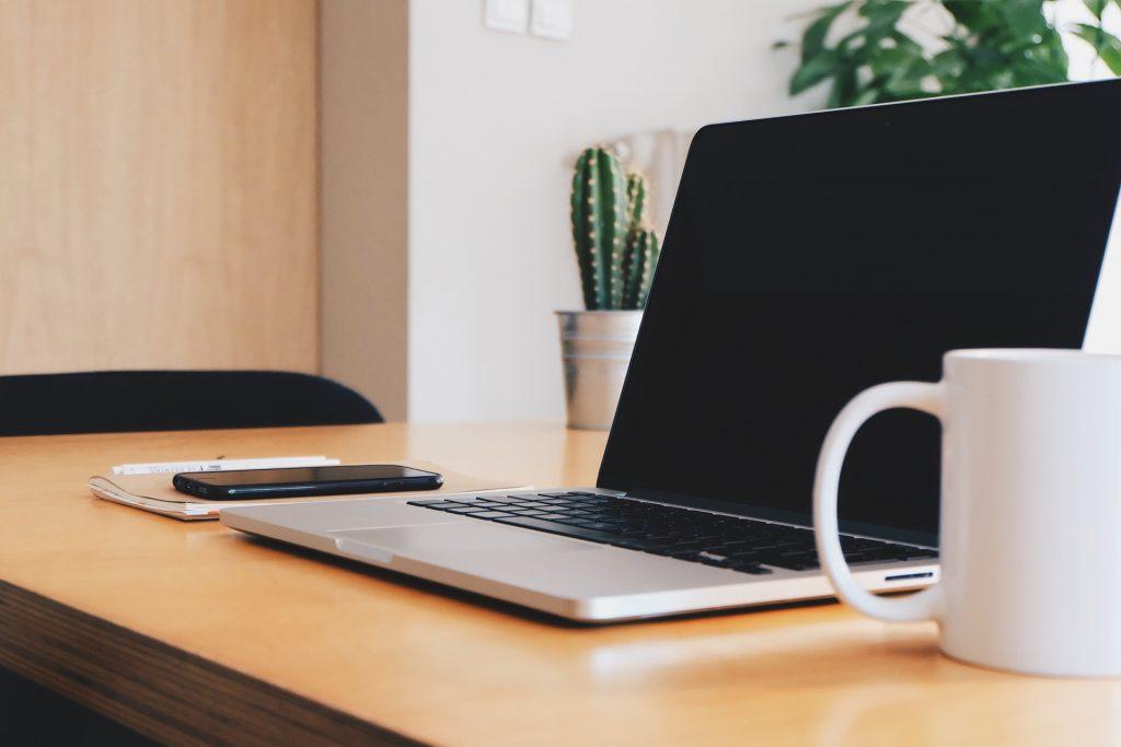 Praca zdalna – Czy rzeczywiście tak jej pragniemy? – O preferencjach osób z branży IT