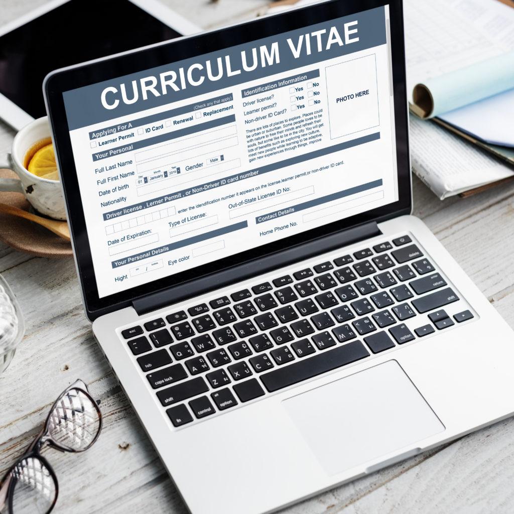 Pierwsze CV Juniora – jak się wyróżnić?
